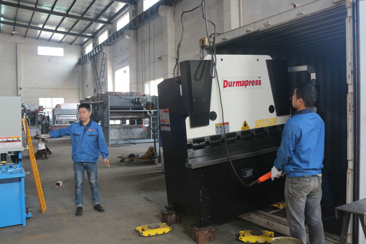 6 sets WC67Y-30T1600 high precision press brake export to Iran