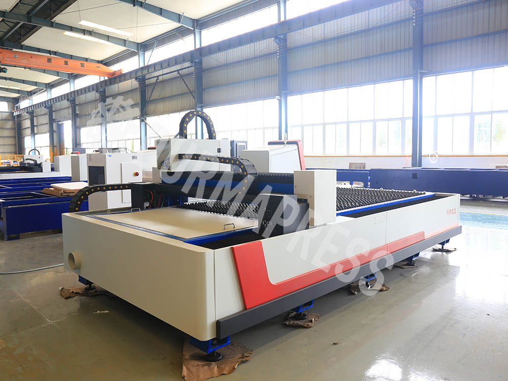 How to adjust the focus of cnc fiber laser cutting machine sheet metal?